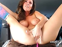 Cougar Plays Her Snatch